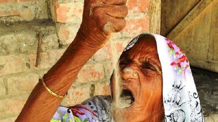 Kusmawati - Aneh! Perempuan Tua Ini Santap Pasir Selama 63 Tahun, Lihat yang Terjadi Pada Perutnya