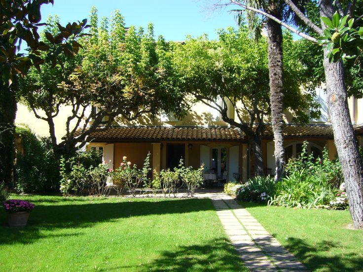 A vendre, Sud de la France, Maison de Ville Ancienne dans Village du Vaucluse réputé Sainte Cécile les Vignes 84290...Surface habitable de 340 m² sur terrain de 3000 m² . Découvrez ce bien sur notre site OLTIMMO84.WIX.COM/OLTIMMO84