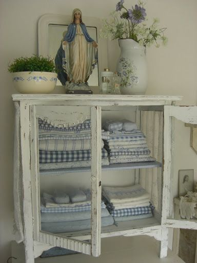 Idea: Find an inexpensive cabinet to paint and replace the door panels with screen or chicken wire! | shabby chic | Pinterest | Shabby chic, Shabby and Chic