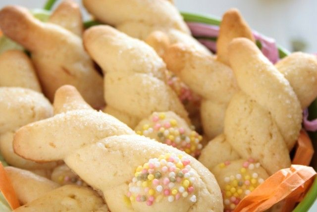 greek cookies-BISCOTTI GRECI PASQUALI [KOULOURAKIA]--