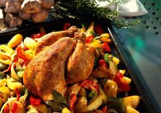 Unser beliebtes Rezept für Ganzes Hähnchen mit Paprikagemüse und mehr als 55.000 weitere kostenlose Rezepte auf LECKER.de.