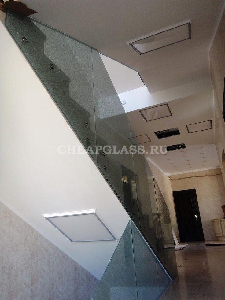 Стеклянное ограждение из триплекса для лестничных маршей. Modern staircase. Glass triplex.