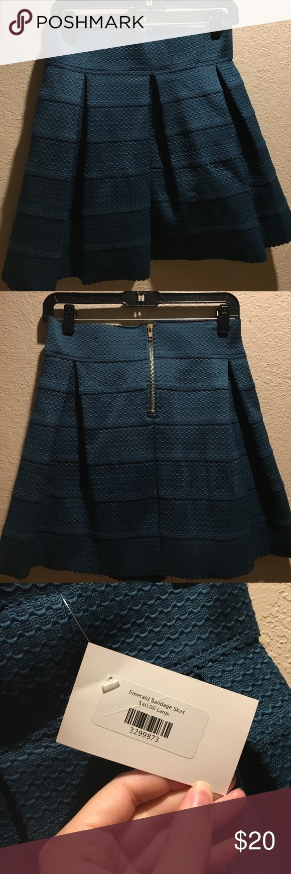 PRICE DROP! ⬇️ NWT Emerald bandage skirt The PERFECT green for holiday parties!! So flattering! Emerald green skater skirt. Zipper back detail. Can be worn on the hips or above depending on where you want it to fall. Brand new, never worn! Skirts Circle & Skater