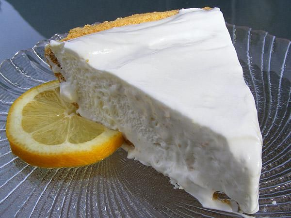 Frozen Lemonade Pie ~ Just 4 ingredients & a super easy dessert for a hot summer evening: Food Com, Summer Pies, Desserts Recipes, Lemonade Pies 4, Pies Recipes, Lemonade Freezers, Lemon Pies, Pie Recipes, Frozen Lemonade Pies