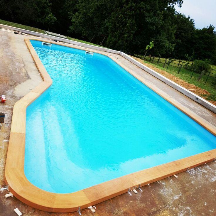 Bordo piscina in legno Iroko
