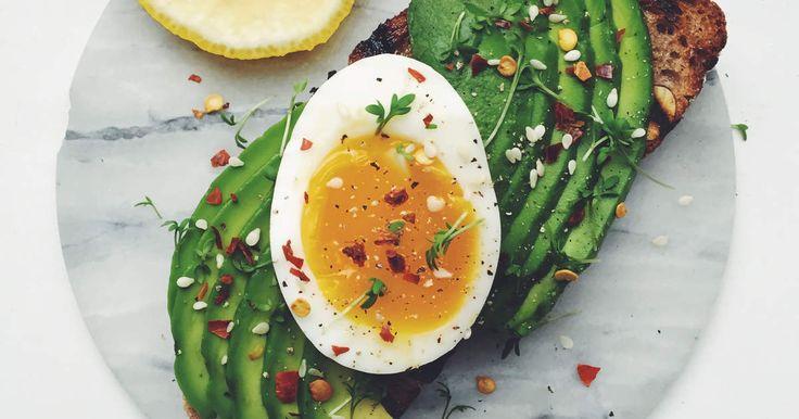 Matig macka med löskokt ägg, avokado och chiliflakes. Så god och så enkel!