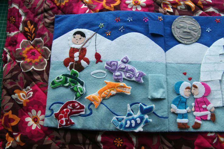 Cette page a un jeux de pêche à la ligne, un puzzle igloo, avec une porte s'ouvrant sur une famille pingouin. La lune tourne sur elle même...