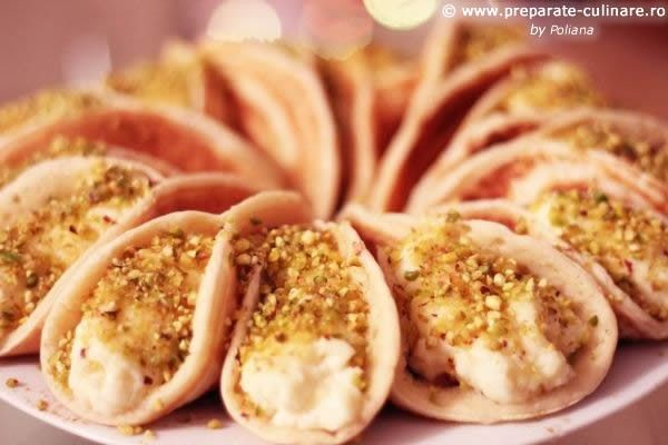 Atayef bil ashta (lebanese pancakes with milk cream and pistachio)