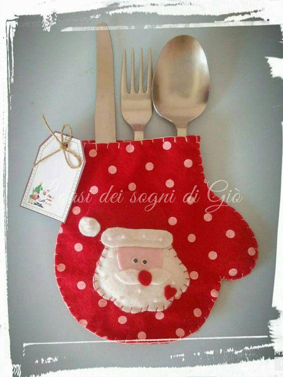 Portaposate Natalizio, interamente disegnato e cucito a mano, personalizzabile nei colori, dimensioni e particolarità. E realizzato in pannolenci, perline e nastrini. Ideale per un caldo e dolce Natale.