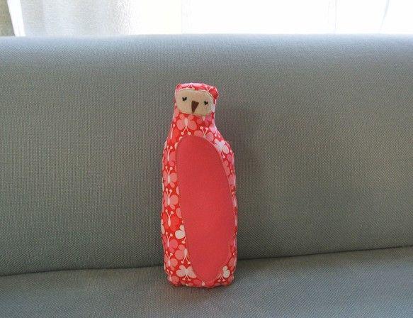 かわいいちょうちょの柄のフクロウさん☆カラーも元気でかわいいレッド&ピンクです。みんなの憧れのお姉さん♪性格は優しく、いたっておだやかです☆|ハンドメイド、手作り、手仕事品の通販・販売・購入ならCreema。