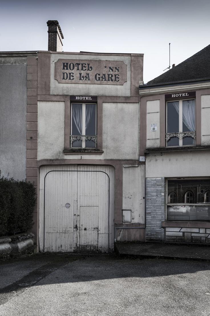 https://flic.kr/p/24KC1yE | L'Hôtel de la Gare rue de la Victoire du 11 novembre 1918 - Désertification | Février 2018