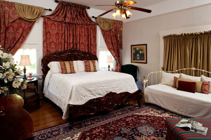The Elmo Room at our #Natchez B&B  is a sunny and spacious room featuring a king bed, two twin beds and private bath. Great for families or girlfriend getaways!  #DevereauxShieldsHouse