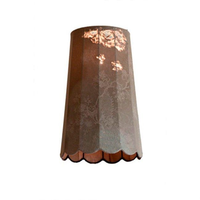 Lámpara de suspensión con estructura de hierro color herrumbre. Revestimiento en tela con acabado oxido (vintage). Disponible en tres tamaños. Referencias Life SP - Karman: SE650V - modelo pequeño. SE651V - modelo mediano SE652V - modelo grande