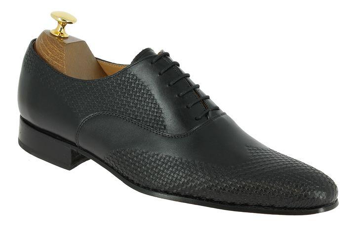 Center 51 vous présente le modèle  Richelieu Center 51 classico 6158 cuir noir à 99,00 €  retrouvez-le sur https://www.center51.com/fr/chaussures-a-lacets-homme/920-richelieu-center-51-classico-6158-cuir-noir.html