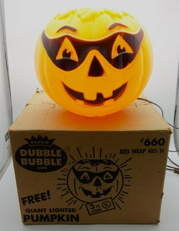 Vintage 1972 Fleer Dubble Bubble Gum Pumpkin Light Halloween Blow Mold Display | eBay    I'd like to find this one!