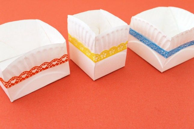 Colorful containers made with paper plates #party #decorations
