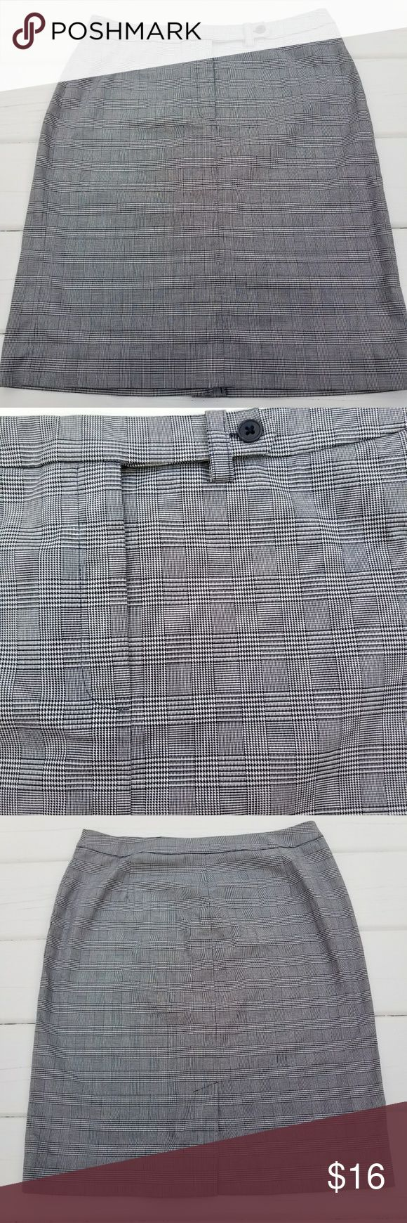 Jones New York Signature navy pencil skirt Navy and white glen plaid cotton and spandex pencil skirt with back kick pleat  Waist 31.75  Back length 21.75 Jones New York Skirts Pencil
