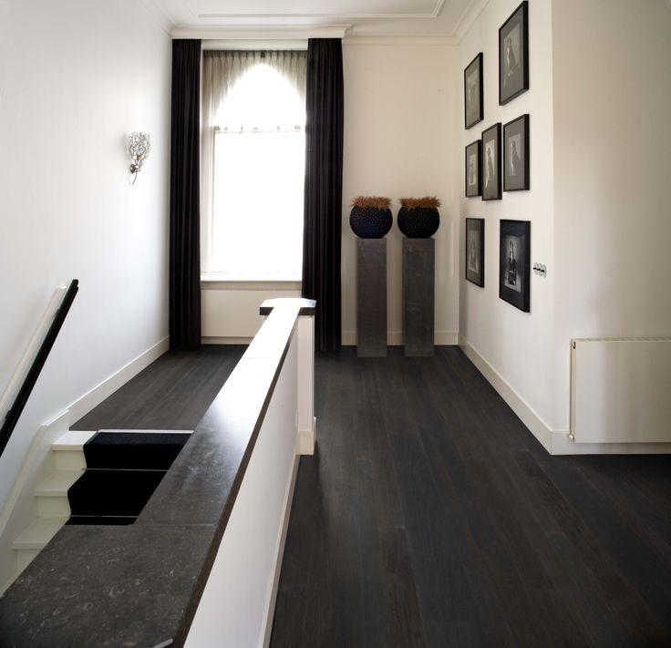 www.AlmaParket.nl vloeren Breda. Houten vloer in een wisselende breedtes patroon voor een mooi woon interieur.