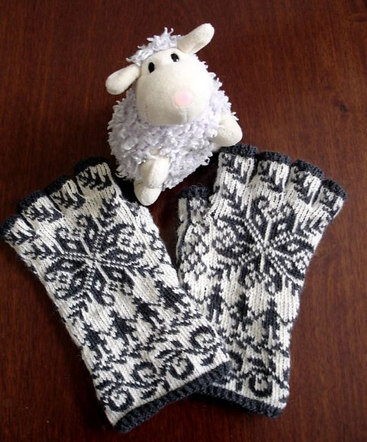 """Ravelry: lacesockslupins' modified Annemor #15, Twined Selbu, 5th of 11 FG""""s"""