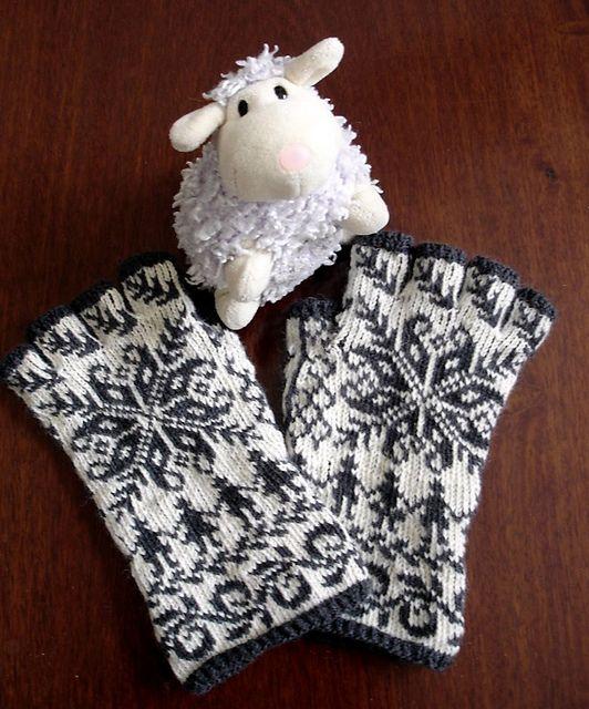 Ravelry: lacesockslupins' modified Annemor #15, Twined Selbu