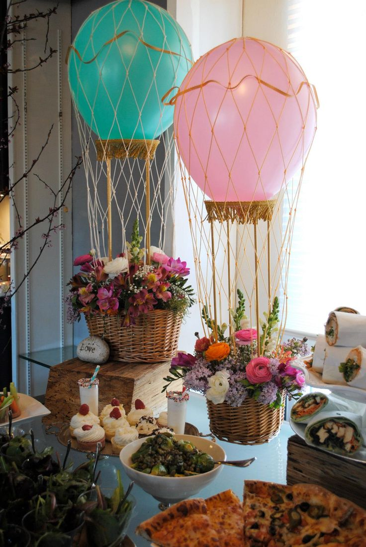 Hot air balloon centerpieces pictures to pin on pinterest for Balloons arrangement decoration