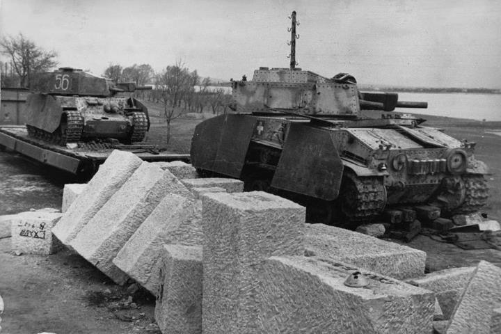 M41 Turan II Hungarian Army heavy panzers; 75mm main gun