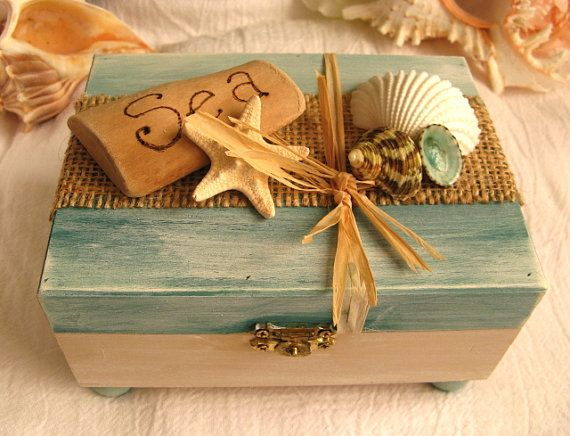 Rustic driftwood and shell keepsake box.  Ocean treasure box for your beach decor. Beach jewelry box. Beach trinket box.