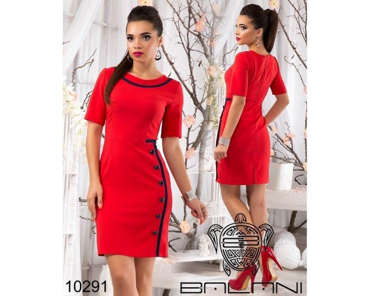Деловое облигающее платье декорировано пуговичками красный/вставка темно-синяя