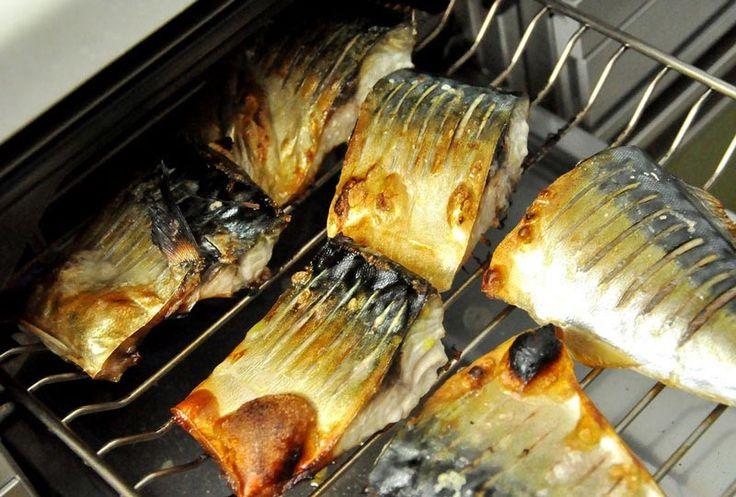 いちばん丁寧な和食レシピサイト、白ごはん.comの『鯖(さば)の塩焼きの基本』を紹介するレシピページです。塩を振るのは直前なのか、30分前なのか?実際に塩を時間差で数段階ずらして焼いてみて美味しさを食べ比べてみた結果です。塩を振る以外のちょっとしたコツもご紹介しています。