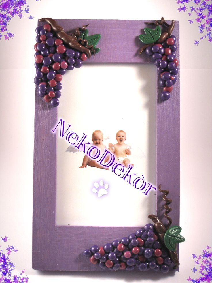 Size: Width: 9,8 cm / Height: 17 cm   Wooden frame with handmade fimo grapes.
