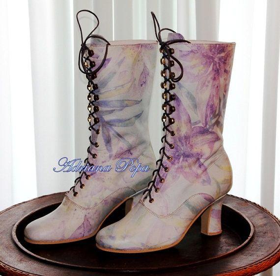 Victorian Iris de sérénité bottes imprimé cuir par VictorianBoots