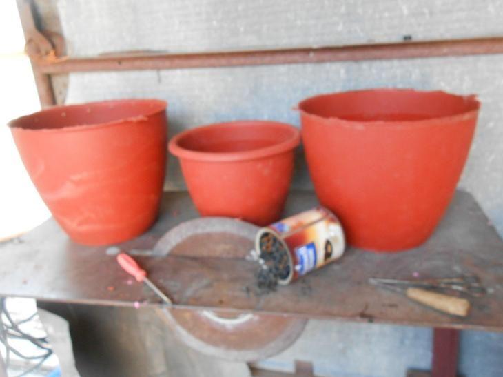 Среди многочисленных приёмов декорирование приусадебного участка широко распространено использования кашпо для цветов из природного материала. В качестве декоративной отделки ёмкостей для цветов послу...