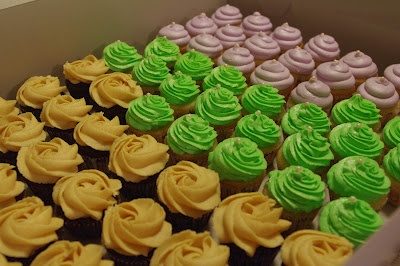 butter cream cheese frosting and vanilla cupcakes with vanilla-almond ...
