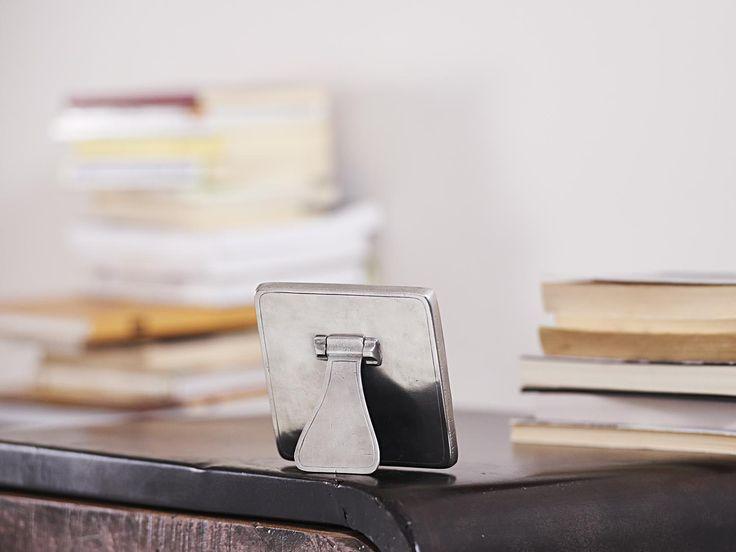 Pewter Photo Frame - Width: 11 cm (4,3″) - Height: 11 cm (4,3″) - #pewter #picture #photo #frame #peltro #cornice #fotografia #portafoto #zinn #bilderrahmen #fotorahmen #rahmen #étain #etain #cadre #peltre #tinn #олово #оловянный #gifts #giftware #home #housewares #homewares #decor #design #bottega #peltro #GT #italian #handmade #made #italy #artisans #craftsmanship #craftsman #primitive #vintage #antique