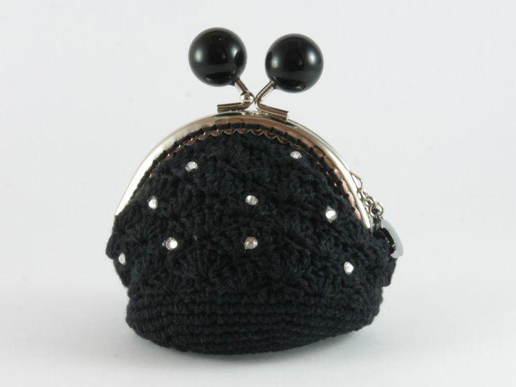 portamonete nero con strass di Un Cesto di Gomitoli su DaWanda.com
