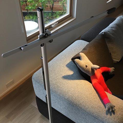 完成見学のS邸では、ダイソンから発売されている照明器具を初めて採用させていただきました。合わせ易いシンプルな「デザイン」「機能」ハイパワーな光量と長く使える「性能」三拍子揃った秀逸な照明器具です。  @aitohus @aitoliv  #北欧デザイン #北欧住宅 #注文住宅 #新築計画  #高断熱高気密 #漆喰 #自然素材 #マイホーム#木窓 #myhome  #木製サッシ #マイホーム計画  #広島の注文住宅  #塗り壁  #こころ住宅展示場  #広島新築 #住宅会社 #暖かい家 #セントラルシティこころ  #広島の注文住宅  #完成見学会 #dayson #ダイソン #ダイソン照明 #アルファベットソファ #ドナウィルソン