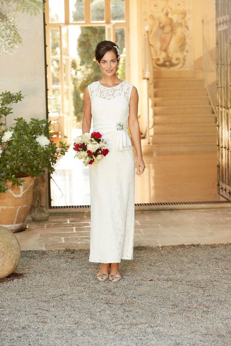 Choosing a wedding dress as an older bride can be a tricky