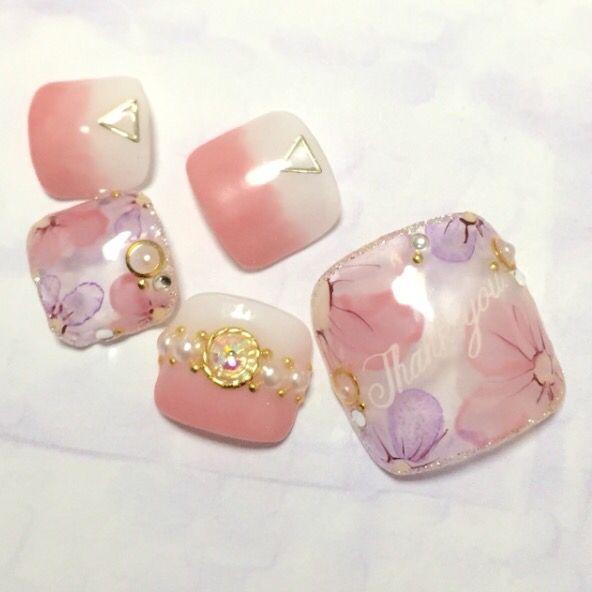ピンクベースの水彩花柄