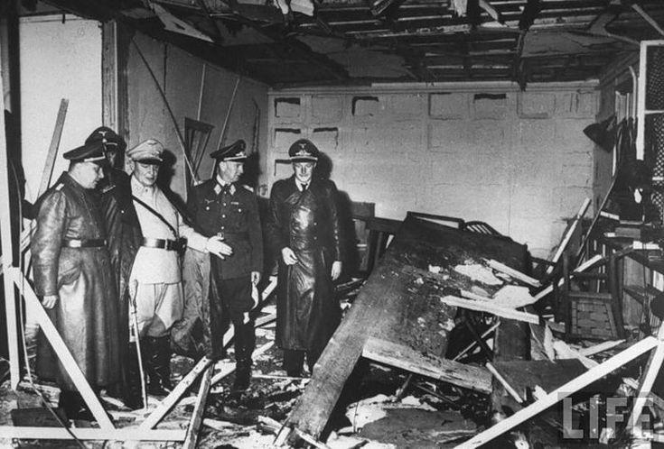 El 20 de julio de 1944 un joven oficial de la Wehrmacht, un coronel bávaro de sangre azul llamado Klaus von Stauffenberg, colocó disimuladamente su maletín junto a Adolf Hitler durante una reunión de mandos en la llamada Führerhauptquartier Wolfsschanze (Guarida del Lobo), un búnker que el dicta