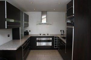 Dark kitchen colour schemes