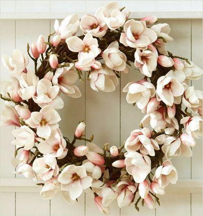 ۞ Welcoming Wreaths ۞ DIY home decor wreath ideas - magnolias