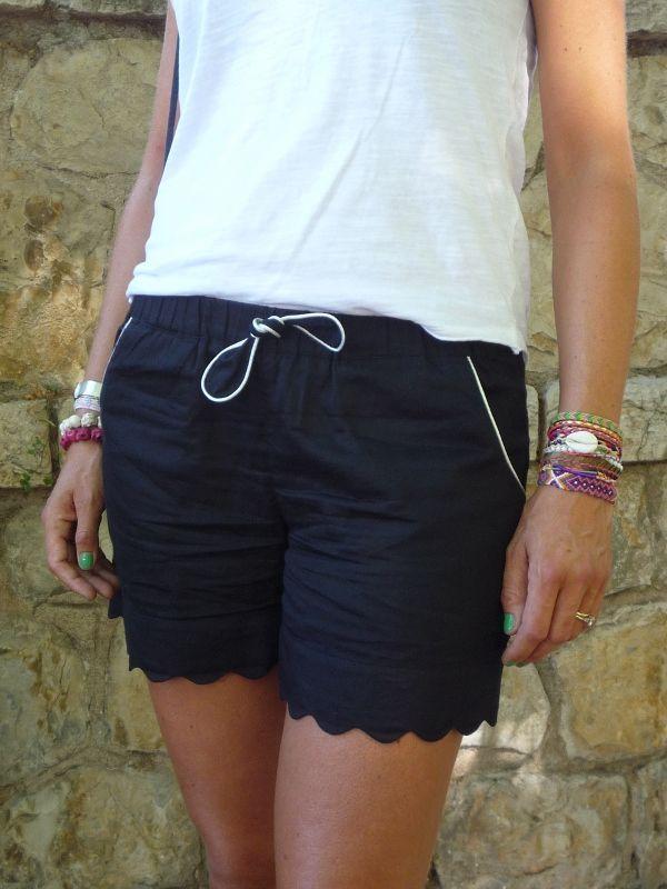 Short avec poches passepoilées et vagues ds le bas...