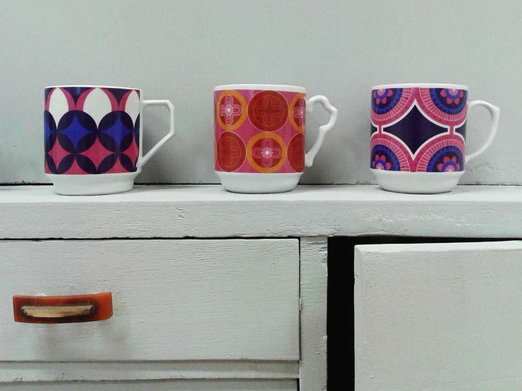 Mug as scratch / surprise / horoscope Hrnek jako stírací los/překvapení/horoskop #BarboraŠimková #keramika #porcelán #ceramic #porcelain #design #czech #mug #surprise #horoscope #color #retromug #UJEP #FUD    http://barborasimkova.tumblr.com simkova24@gmail.com https://cz.pinterest.com/simkova24/barbora-šimková/