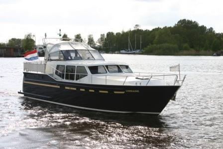 "Houseboat ""Vacance 1330"" for 10 persons, cruising the beautiful Frisian Lake District in Holland."
