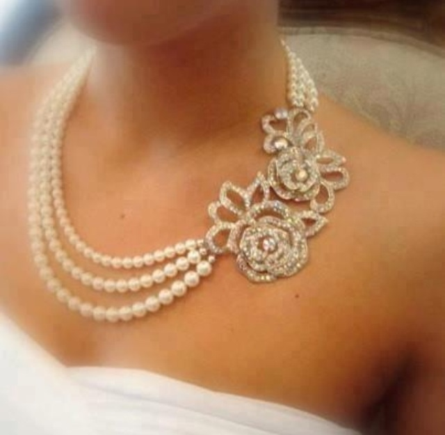 three strand pearl necklace with accent stylish