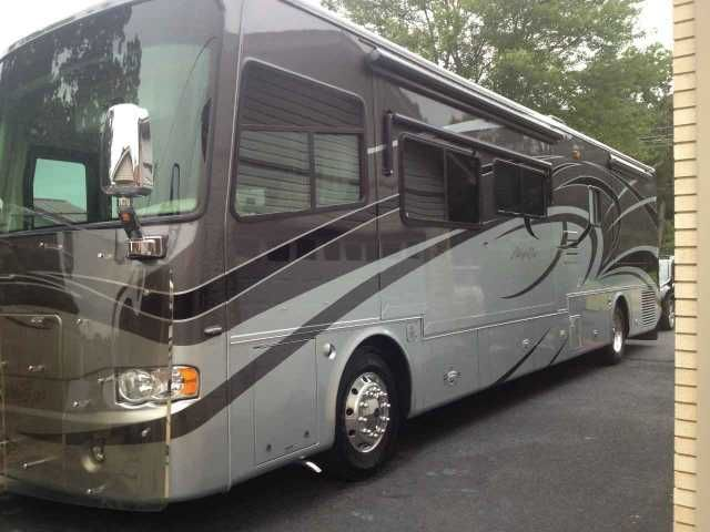 2007 Used Tiffin Motorhomes Allegro Bus 40QSP Class A in Tennessee TN.Recreational Vehicle, rv, 2007 Tiffin Motorhomes Allegro Bus 40QSP, Bus has a protective front cover, new front tires,update lights inside, windshield,mirrow,wiper, tires protected covers. Has a spare under bottom, new flat screen tv under bottom. The cargo slides pull from both sides. The bus has a fresh service and new belt also has a new lift pump installed. It has a tracking dish also rain proof covers over vents. It…