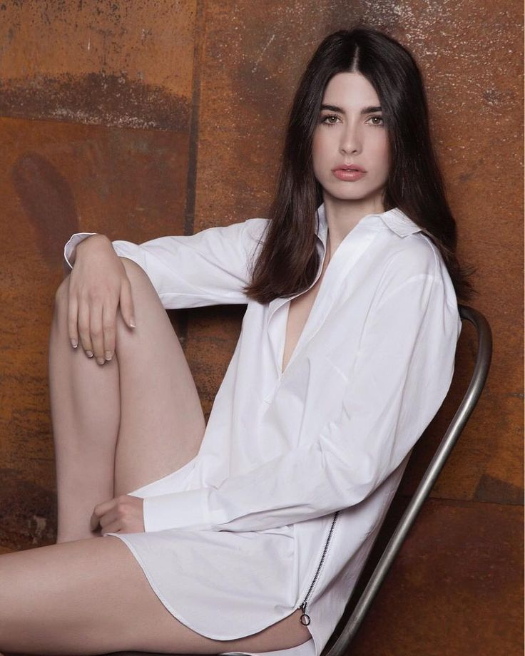 Machi • in stores and www.hanasan.fashion ⠀ .⠀ Model : @evadithdoll by @bma_models  Photograph : @stephdrayphotography Makeup : @kristina_pavlov ⠀⠀ .⠀⠀ #poplinshirt #whiteshirt #longshirt #cottonshirt #hanasan #lachemiseblanche #robechemise #fw17