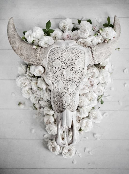 Bohemian wedding decor / skulls + roses  (Instagram: the_lane):