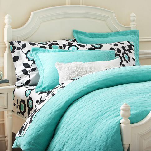 Just bought this turquoise bedding for Av's room...it's going to look so amazing with her pillows :)