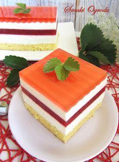 To ciasto idealne na letnie imprezy – duża, rodzinna porcja orzeźwienia i lekkości. Na puszystym biszkopcie masy serowe przeplatają się ...